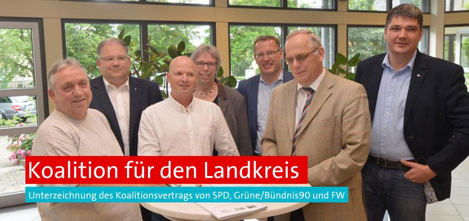 Günther Semmler, Oliver Meermann, Christian Zuckermann, Dr. Christiane Schmahl, Dirk Oßwald, Horst Nachtigall und Matthias Körner bei der Unterzeichnung des Koalitionsvertrags.